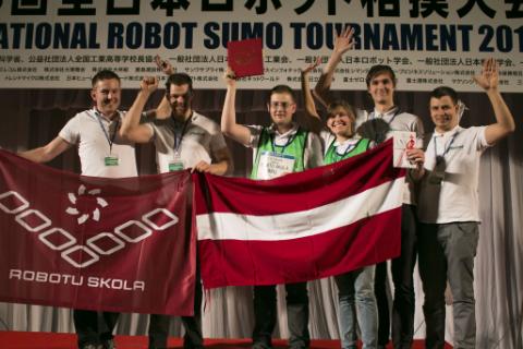 自立型優勝のラトビアチーム