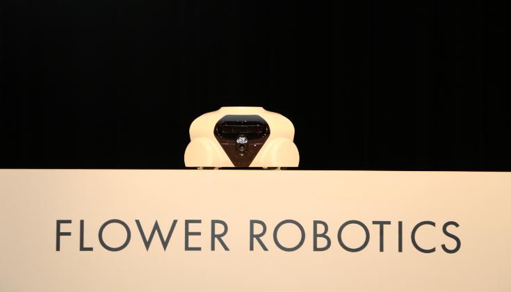 家電がロボットを履く!新時代のロボット「Patin」を発表!