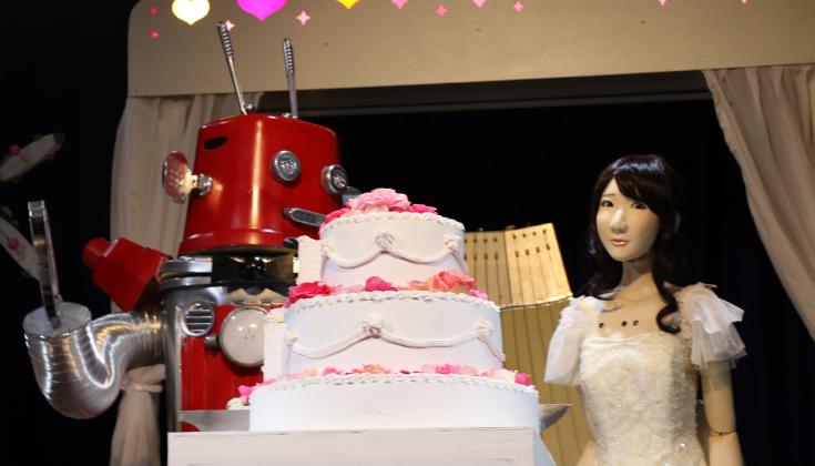 世界初!ロボット同士の結婚式「ロボ婚」が開催されました!