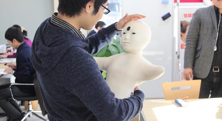【抱っこするとまるで赤ちゃん】遠隔操作型ロボット「テレノイド」を実機レビュー