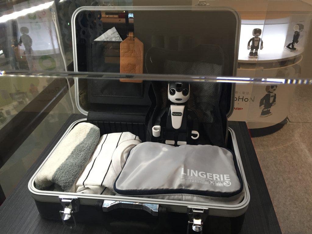 ロボホン in スーツケース