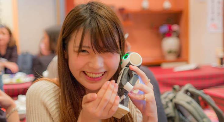 ロボット女子の飲み会に潜入! シャープのロボット携帯電話「RoBoHoN(ロボホン)」は女子にウケるのか?