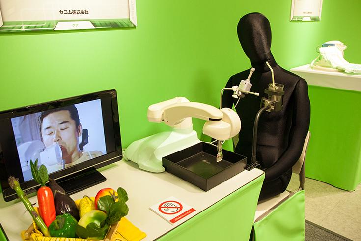 食事を介護するロボット