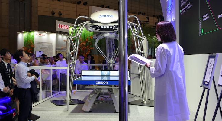 人と機械の「融和」を目指すオムロン 卓球ロボットと新型物流ロボットをCEATEC 2016に出展