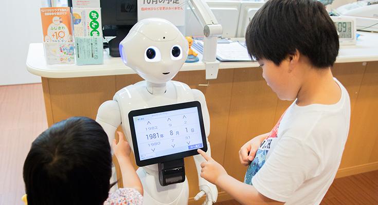 会話ロボットの医療現場への導入が始まった ~重症患者を優先するトリアージや院内感染の抑制も担う「ロボット連携問診システム」