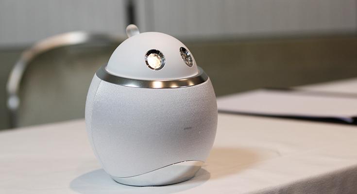 シャープが家電の人工知能化スマートホーム「AIoT」に向けて新しい会話ロボット「ホームアシスタント」を発表