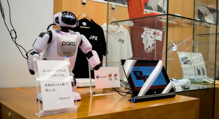 富士ソフトのコミュニケーションロボット「PALRO」が東証Arrowsに導入、AI・ロボットへの敬意のシンボルに