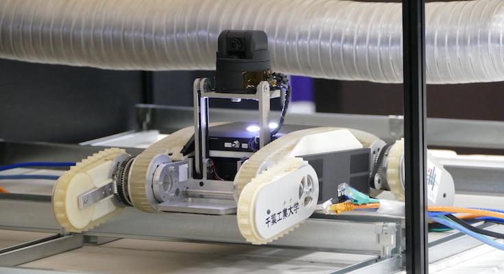 千葉工大と大成建設、天井裏点検ロボット「CHERI」を開発 小型軽量な探査ロボ