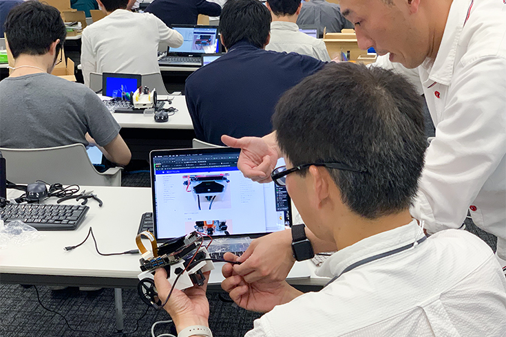 NVIDIAが「Jetson Nano」搭載のAIレースカー「JetRacer」情報を