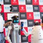 京急本社で警備/案内ロボットの実証実験 遠隔操作と自動運転で巡回と案内、検温も シークセンスの警備ロボとMiraのアバターロボ