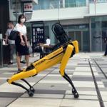 ボストンダイナミクスの犬型ロボット「SPOT」大型商業施設に現る 歩くだけでも注目度抜群「HANEDA INNOVATION CITY」