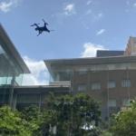 ドコモが近畿大学と屋内・屋外を往来できるドローンで自動巡回警備の実証に成功  ドローンによる巡回警備の実用化をめざす