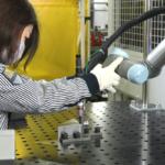 藤田ワークス 溶接と金属プレス加工機への投入作業に協働ロボット「UR5」を導入 溶接技術の習得期間を数か月に短縮し、作業効率も向上